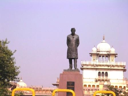 ジャワハルラール・ネルーの銅像